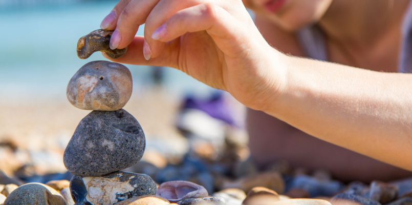 stacking-stones-cairn-balance